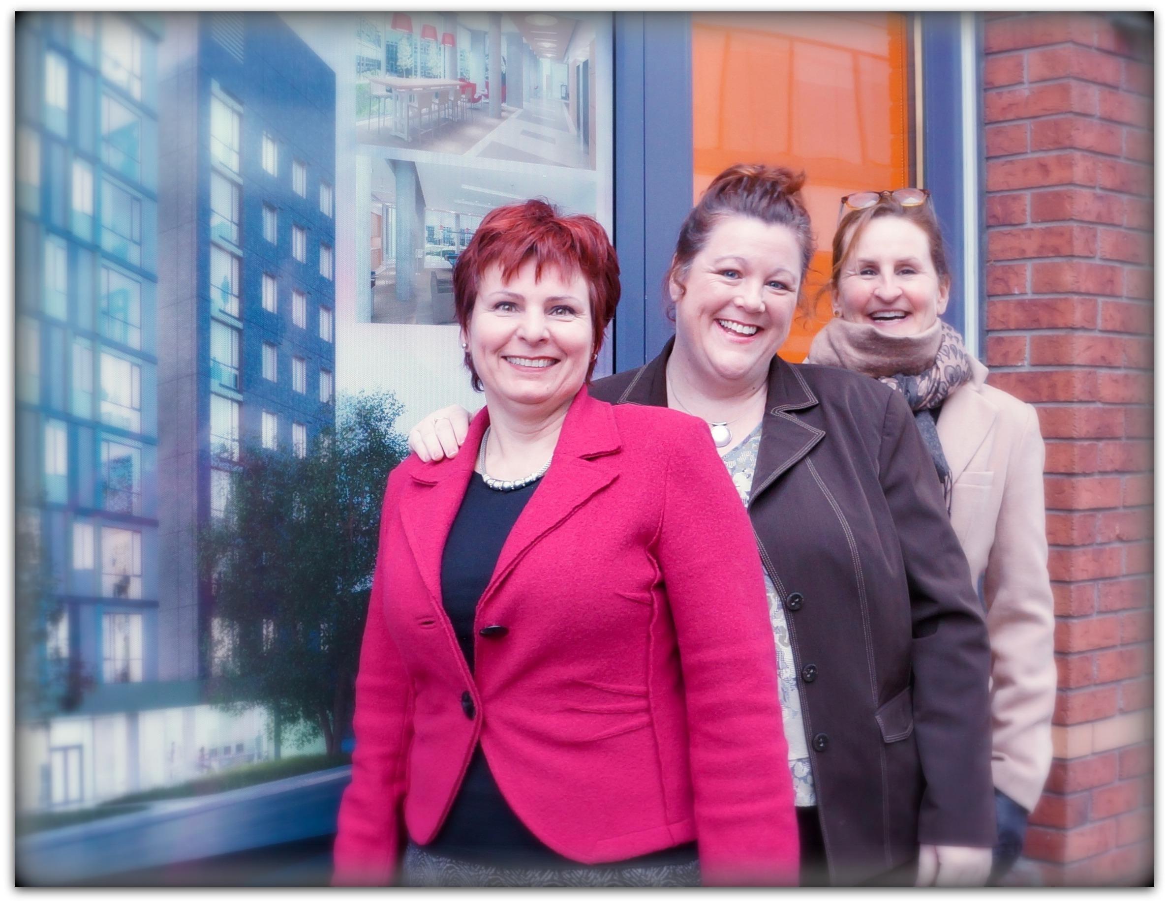 Éliette Portelance, Monique Boucher et Michelle Ferland du Service du logement